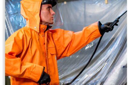 HOODZ tech spraying clean a kitchen exhaust hood